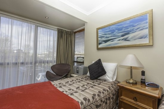 Kauri Motel on Riccarton : superior spa unit upstairs  over looking the Westfield Mallunit 27