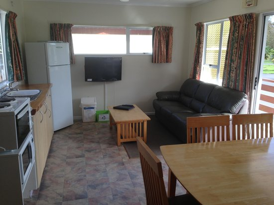 Whanganui River Top 10 Holiday Park: Self-Contained Unit - Living room