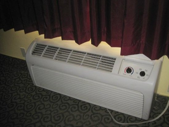 Days Inn Redwood City: Loud Air Conditioner