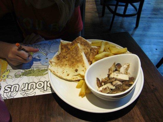 Paris Texas Bar & Restaurant: kids meal: quesadilla and chips (fries)