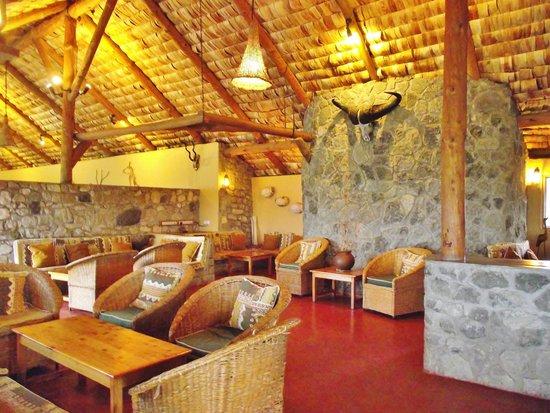 Ndutu Safari Lodge: Lounge/Bar area