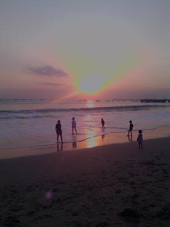 Furama Cafe Seafood - Jimbaran Bay: Sunset yang indah