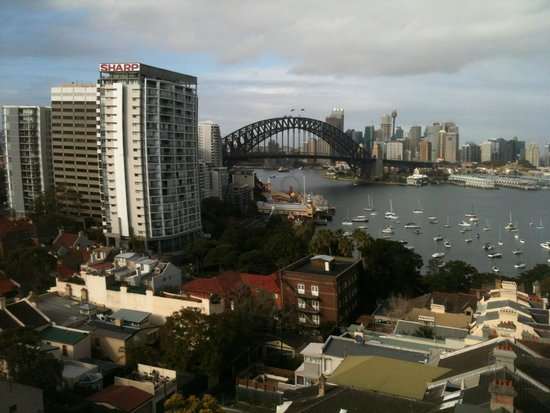 North Sydney Harbourview Hotel: View from room - your own weather update!
