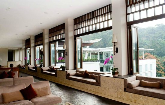 Padma Hotel Bandung: lobby