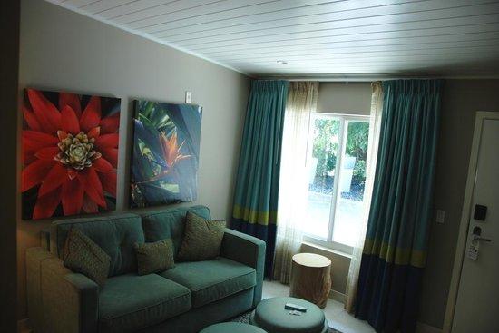 Orchid Key Inn : Sitting area with sleeper sofa