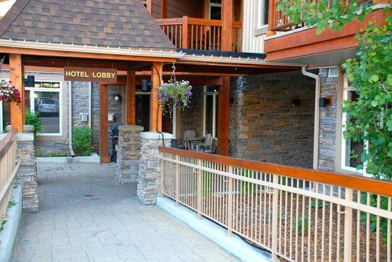 Falcon Crest Lodge by CLIQUE : Lodge entrance