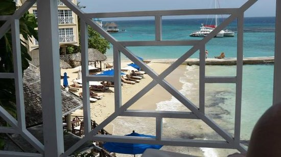 Sandals Royal Plantation: Beach through the balcony