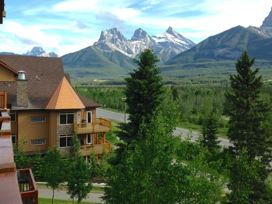 Falcon Crest Lodge by CLIQUE : Three sisters from our balcony