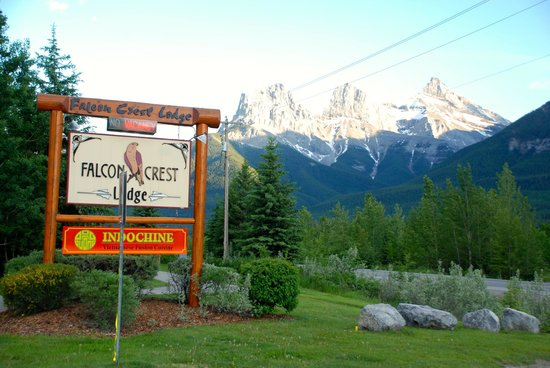 Falcon Crest Lodge: Three sisters in the background