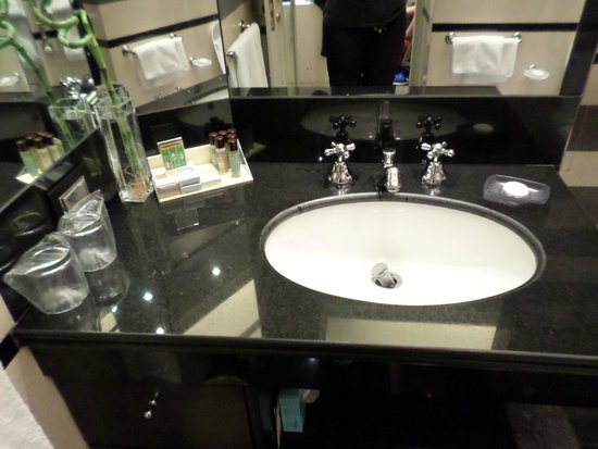 The Britannia Hotel: Bathroom