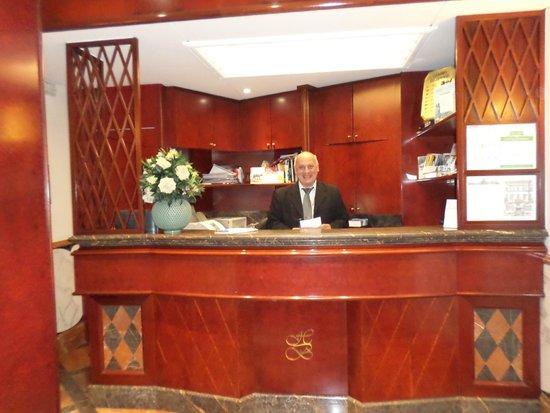 The Britannia Hotel: Lobby/front desk