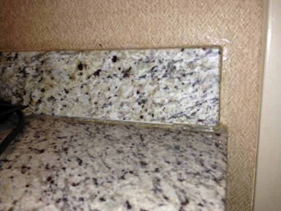DoubleTree by Hilton & Miami Airport Convention Center: Falling Granite Countertop