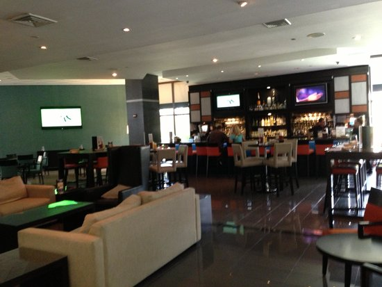 DoubleTree by Hilton & Miami Airport Convention Center: Bar Seating Area