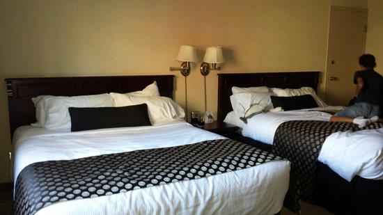 BEST WESTERN PLUS City Centre/Centre-Ville : Our room
