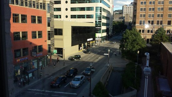 BEST WESTERN PLUS City Centre/Centre-Ville : The view from our room.
