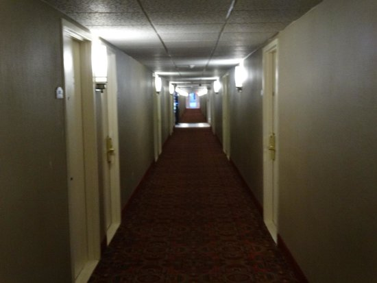 Best Western Mountaineer Inn : 1st Floor Hallway