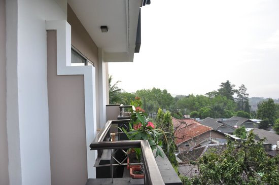 The Jayakarta Suites Bandung, Boutique Suites, Hotel & Spa : in deluxe room's balcony