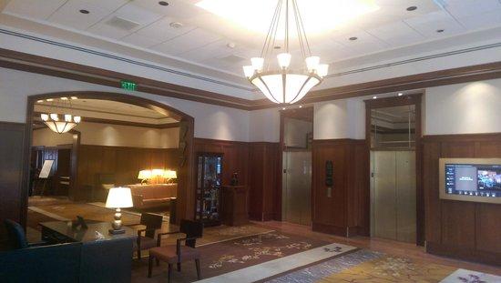 The Inn at Penn, A Hilton Hotel : Lobby