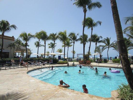 Courtyard by Marriott Isla Verde Beach Resort: Pool area