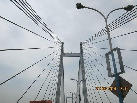 Second Hooghly Bridge: Vidyasagar Setu  from far