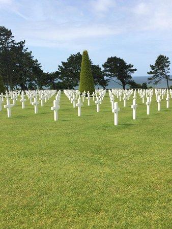 Mémorial de Caen : D-Day Memorial Cemetery.