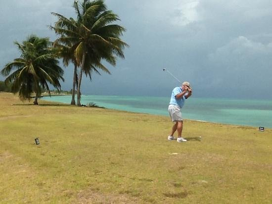 El Pescador Resort: Golfing at Caye Chapel