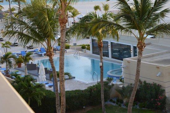 Bucuti & Tara Beach Resort Aruba: Pool/Jacuzzi/Elements Restaurant