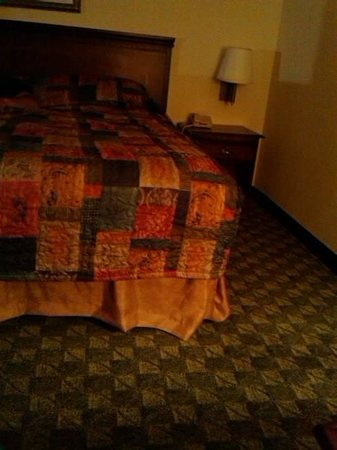 Castle Rock Resort & Waterpark: umcomfortable hard bed