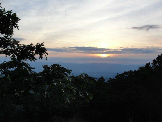 Lewis Mountain Cabins: Sunset