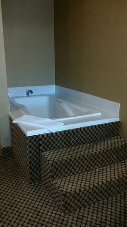 Comfort Inn Moreno Valley near March Air Reserve Base: Jetted tub
