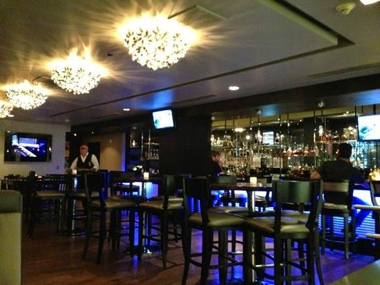 35 Steaks and Martinis : Bar and lounge.