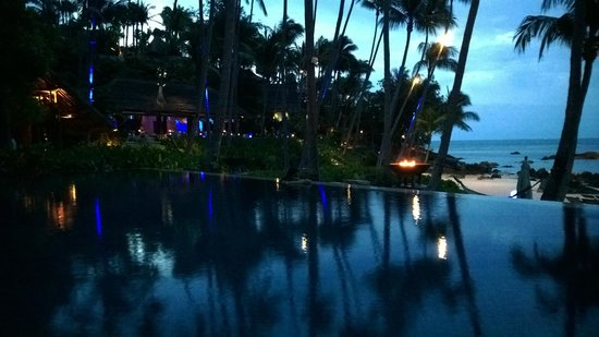 Four Seasons Resort Koh Samui Thailand : Pool side & Pla Pla restaurant