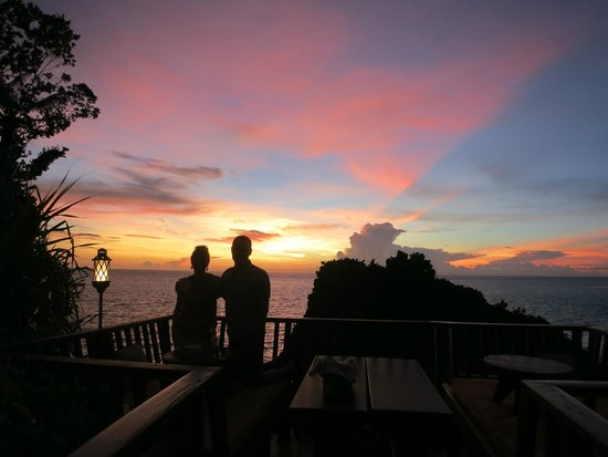 Shangri-La's Boracay Resort & Spa: Solana Bar sunset drinks