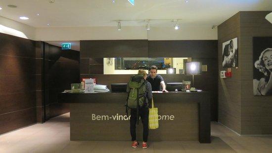 Moov Hotel Porto Centro : Reception