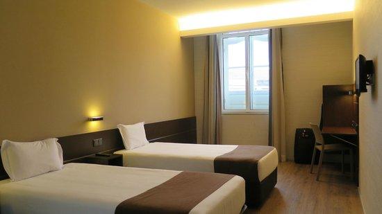 Moov Hotel Porto Centro : Spacious Room 324