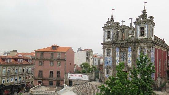 Moov Hotel Porto Centro : View of church from room 324
