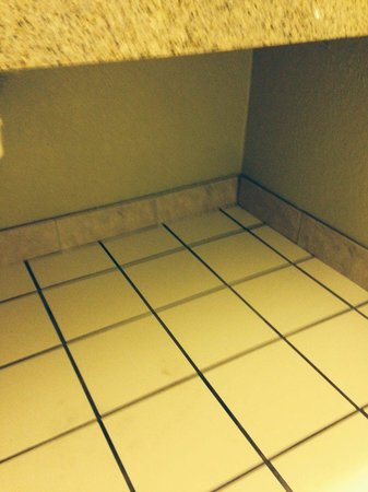 Quality Inn On the Strip: mismatched tile