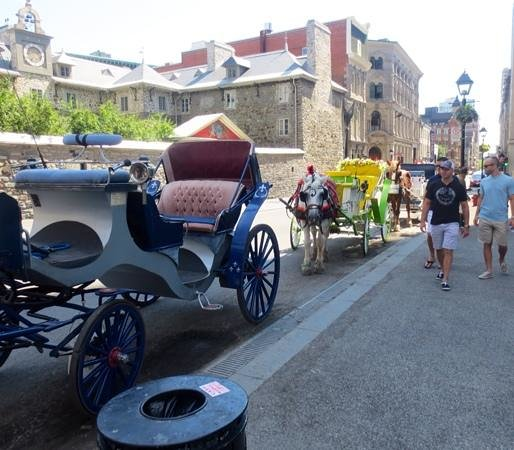 Old Montreal : Lots of carriages await you