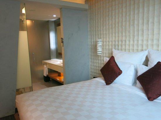 Pullman Jakarta Central Park : Cozy bed