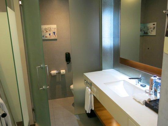 Pullman Jakarta Central Park : Bathroom