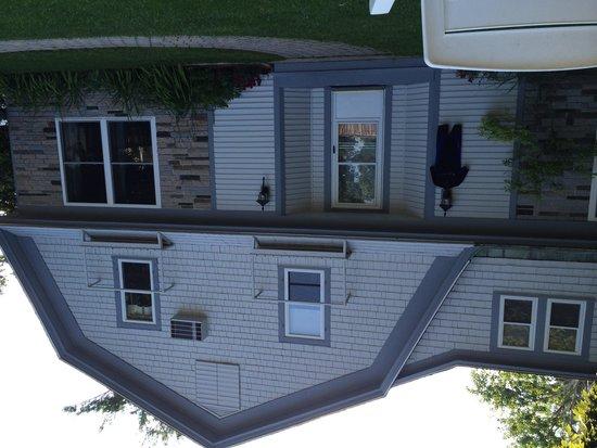 The Beachmere Inn: Bullfrog annex building for families