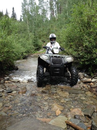 Colorado Backcountry Rentals : Crossing a creek