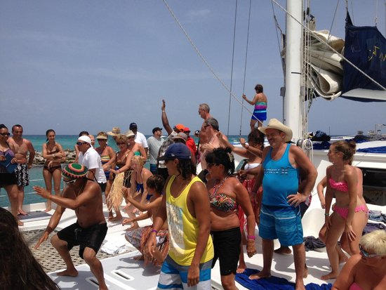 Catamaya Sailing Cruises : Its a party!