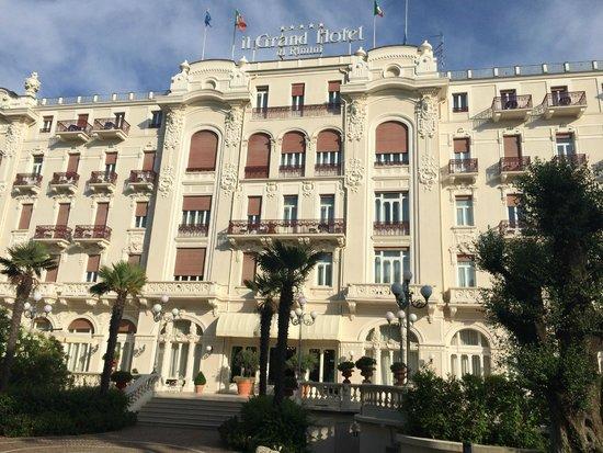 Grand Hotel Rimini: Main Entrance from the garden