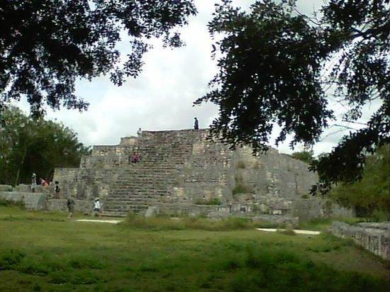 Dzibilchaltun Ruins: Example of Mayan Construction