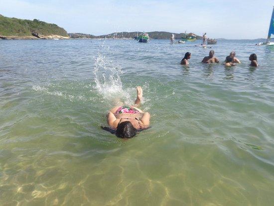 Azedinha Beach: Nadar e relaxar com peixinhos.