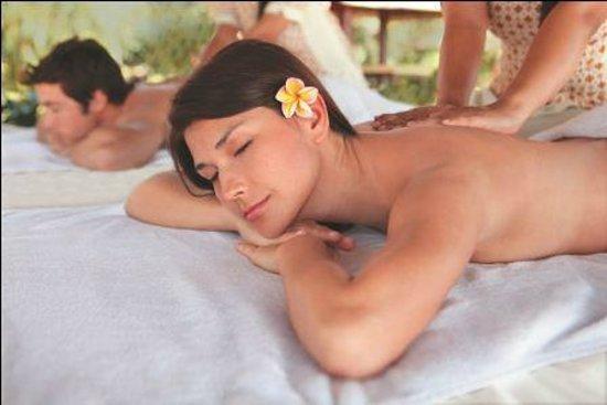 Discovery Kartika Plaza Hotel: Spa Treatment by the beach
