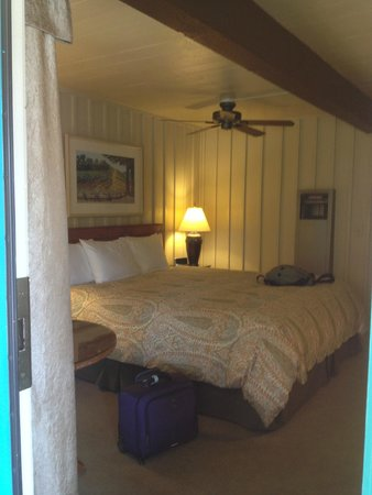 El Pueblo Inn: King size bed