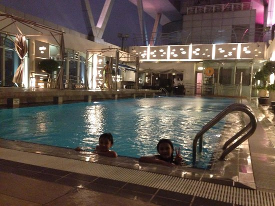 Cordis, Hong Kong: The pool on the top floor ...