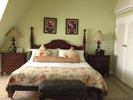Coco Palm Resort: Our Honeymoon Suite